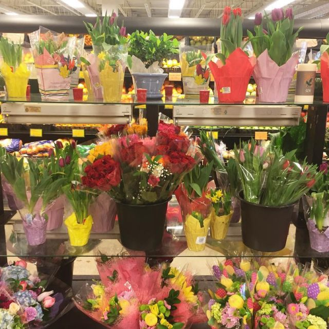 Having trouble finding Easter presents? FLOWERS! Who doesnt like flowers?hellip